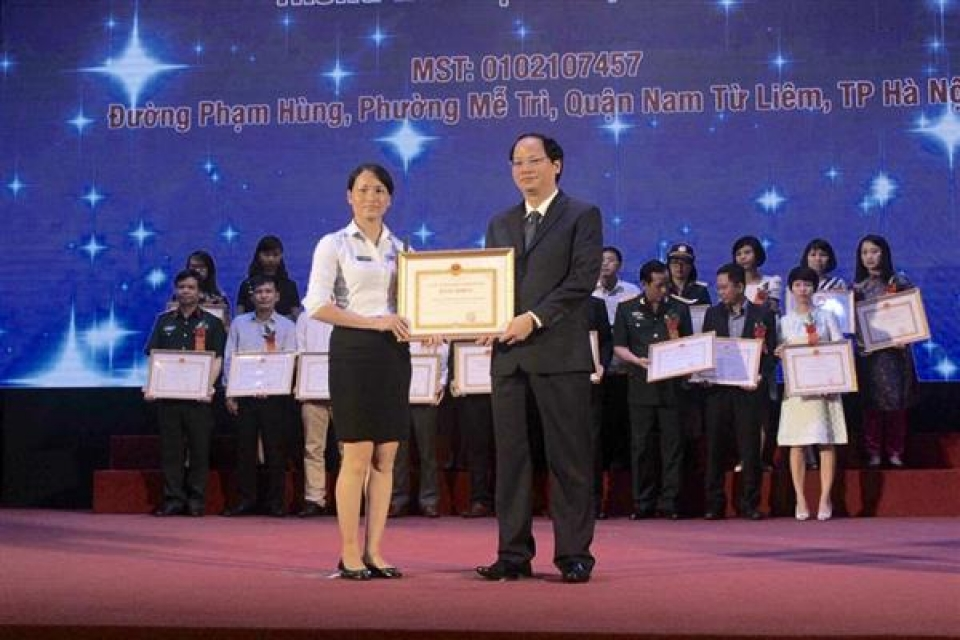 ha noi department of tax commended 422 enterprises and individuals as good tax payers