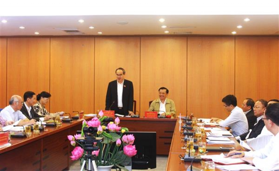 minister dinh tien dung worked with hcm city on the pilot mechanism and policies of the city development