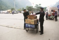 lang son customs strictly control imported fruit food during tet