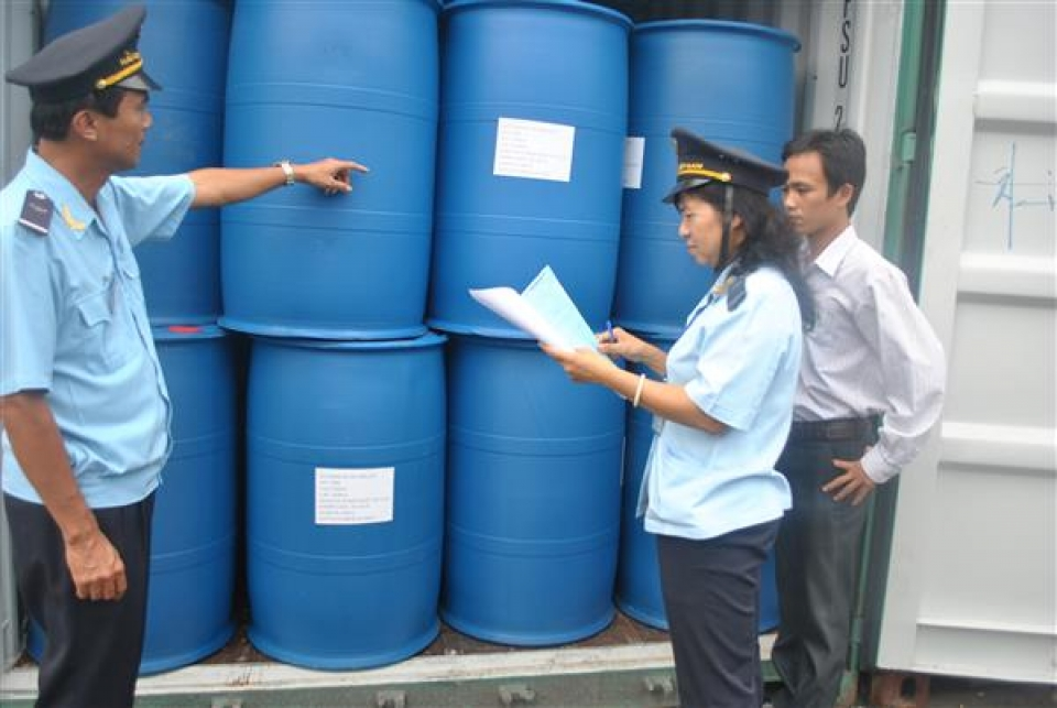 many obstacles when the decree on importing chemicals takes effect