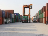 nearly 130 containers of derelict imported goods in the cat lai port