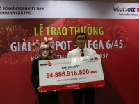 the first woman wins nearly 55 billion vnd at vietlott lottery