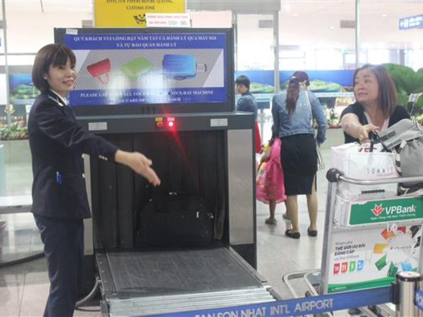 tan son nhat nearly 20000 passengers entry per day