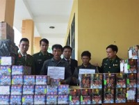 ha tinh customs collaborated to seize 300kg of smuggled firecrackers