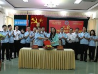 customs newspaper and ha tinh customs department sign coordination regulation