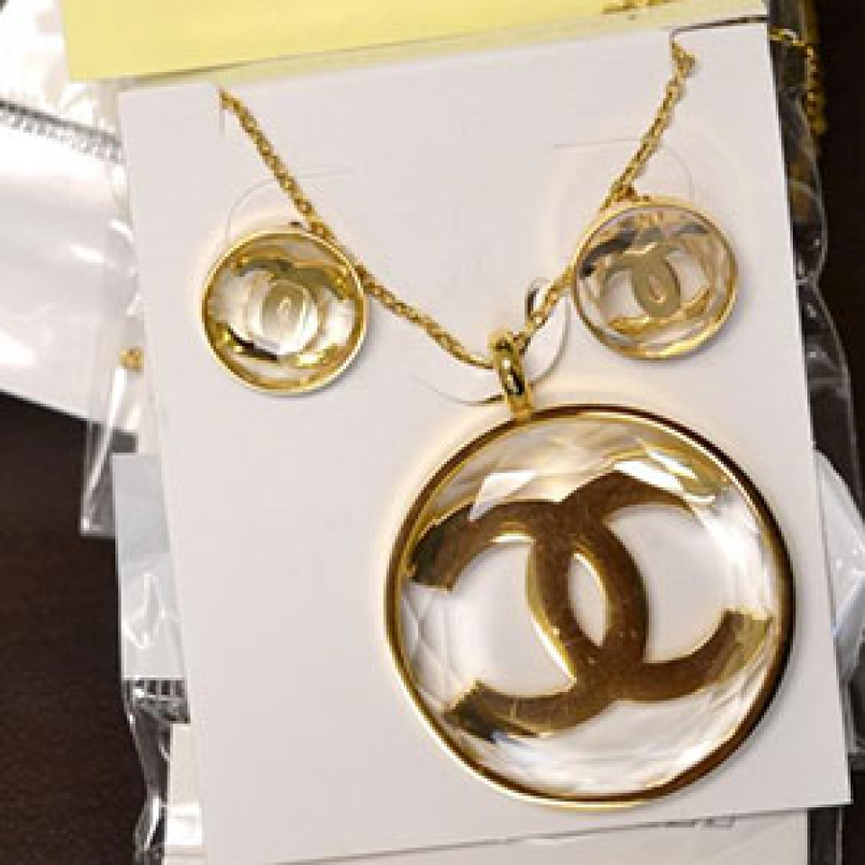 customs seizes package with 269 pieces of counterfeit jewelry