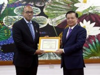 cuban ambassador was awarded commemorative medal for contribution to vietnams finance