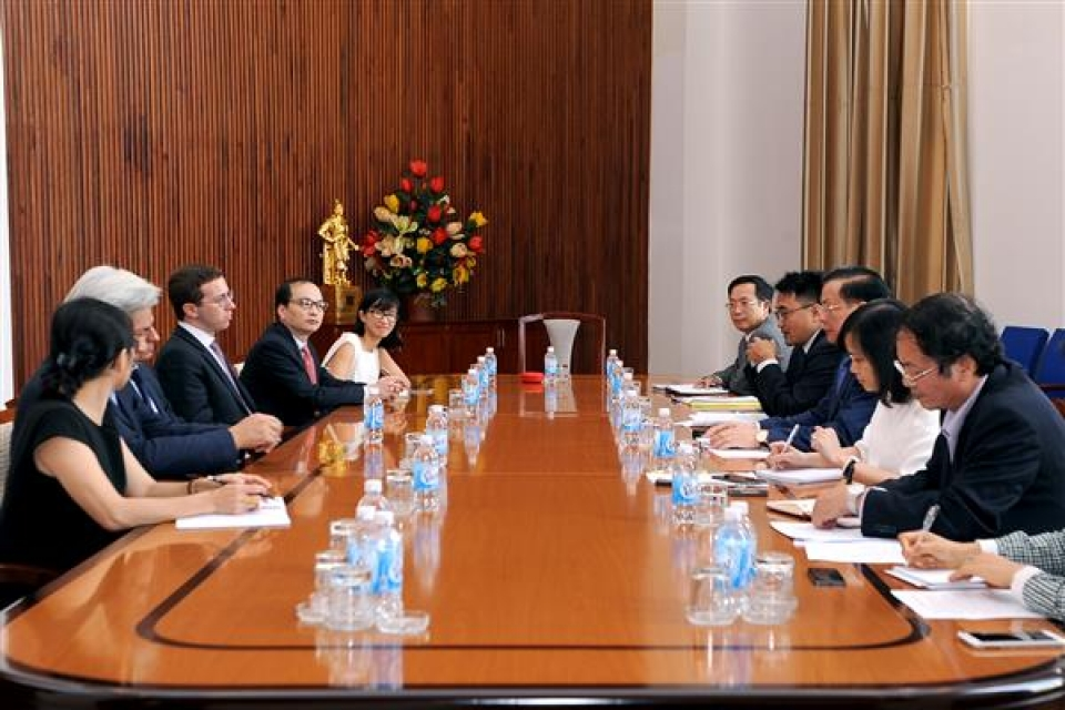 minister dinh tien dung worked with president of warburg pincus