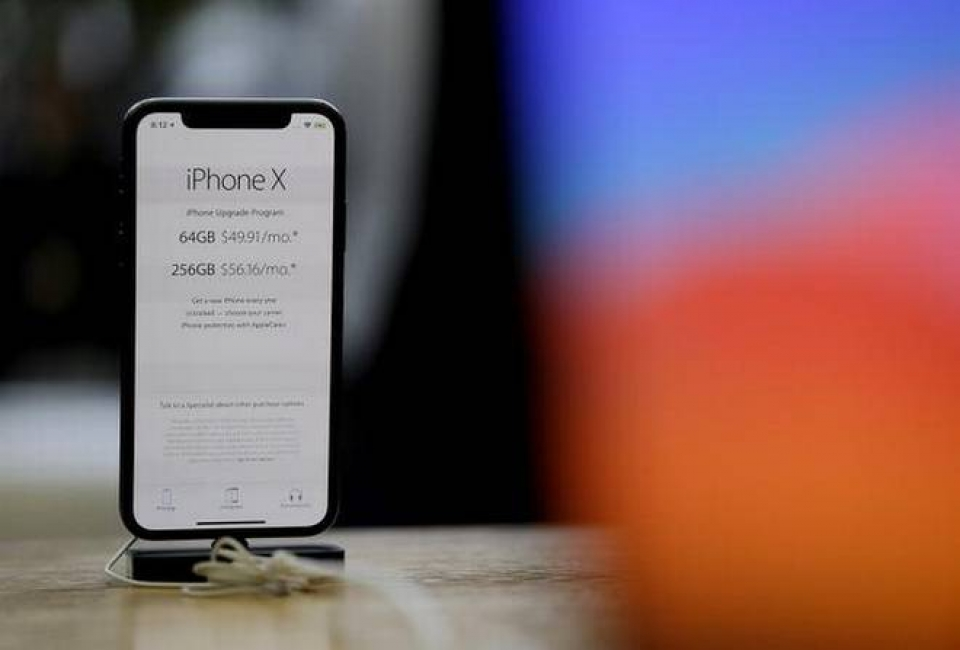 mumbai customs seizes 11 pieces of newly released iphone x
