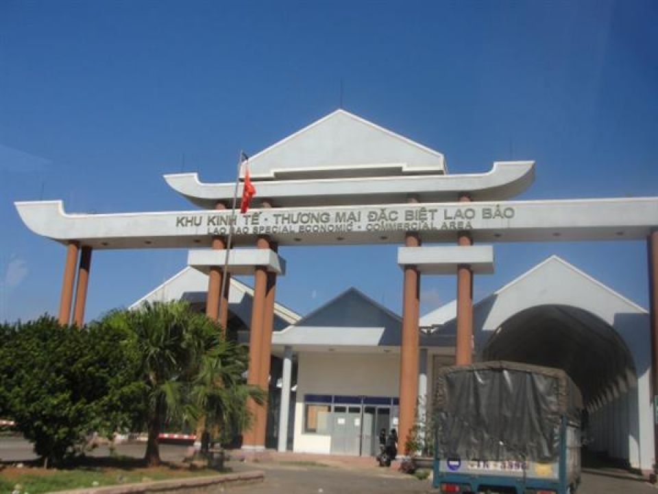 how is the management in the local area changed after dissolving lao bao commercial area customs branch