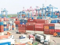 companies bear more burdens due to increase in fees from many shipping companies