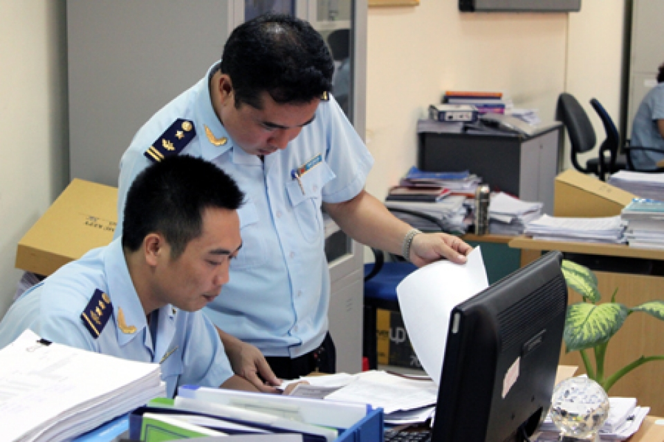 issuing 2 customs handbooks in the field of tax administration