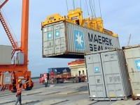 continue to handle 7 maersk containers in custody