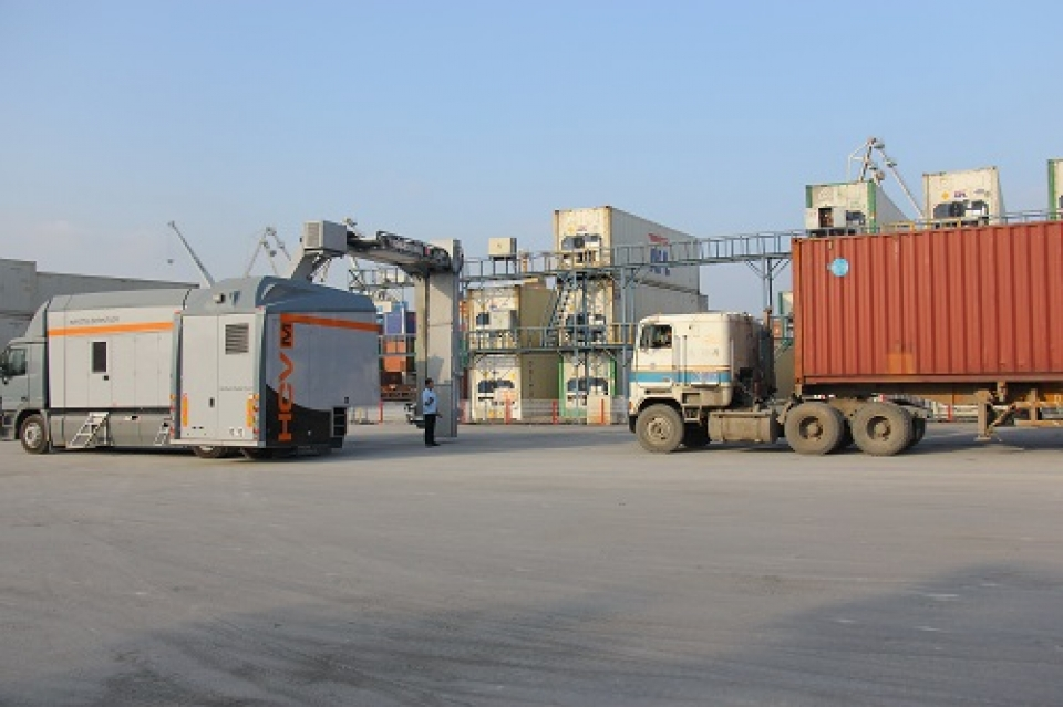 customs uses equipment and machinery to inspect imported and exported goods