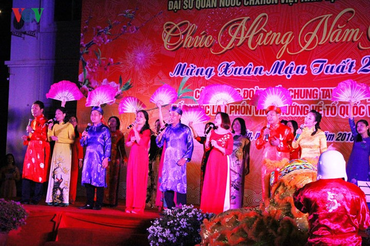 lao vietnamese government leaders attend lunar new year celebrations