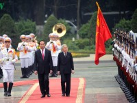 vietnam leader welcomes japans emperor as ties blossom
