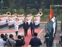 rok president moon jae in welcomed in vietnam
