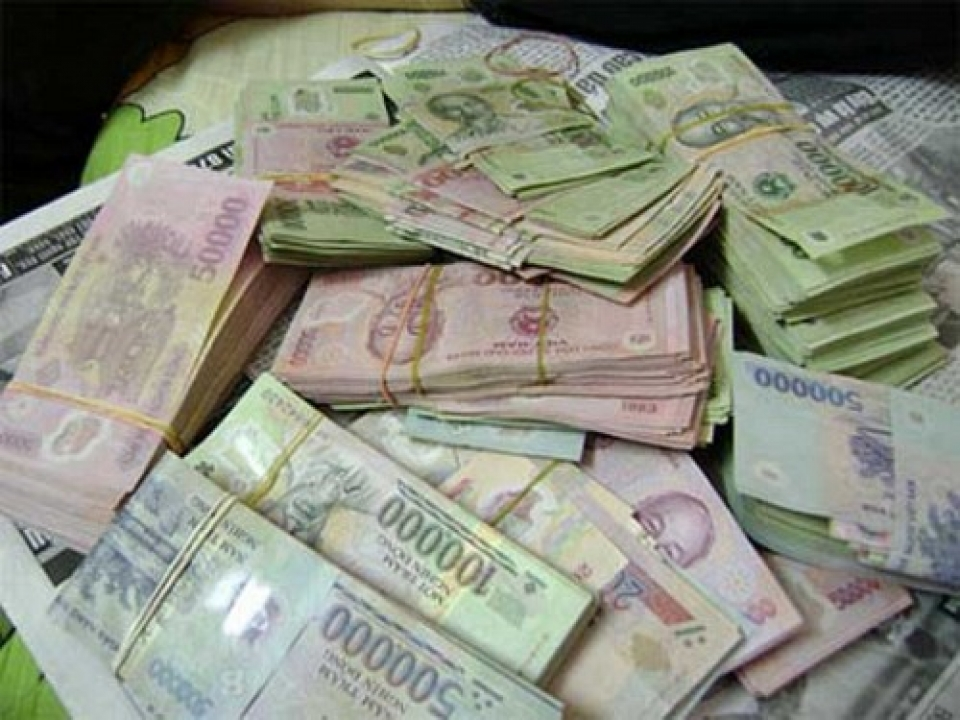 arrested the illegal money over 100 million vnd crossing the border