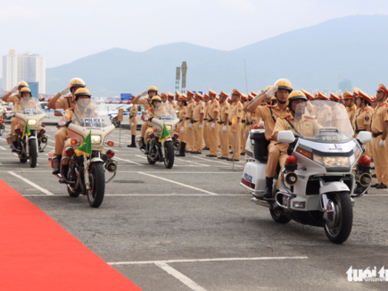 nearly 800 traffic cops ready for apec week in da nang