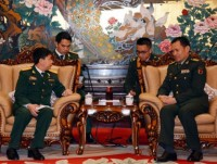 vietnamese chinese military officers hold exchange