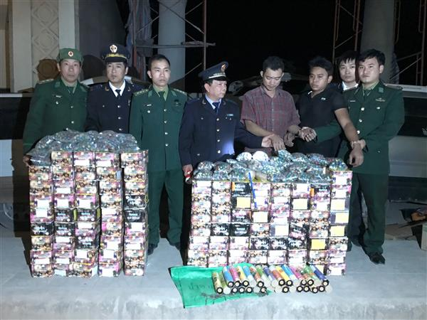 two entry passengers carrying more than 220kgs of fireworks from laos to vietnam