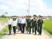 the permanent deputy prime minister examines the work of anti smuggling in an giang