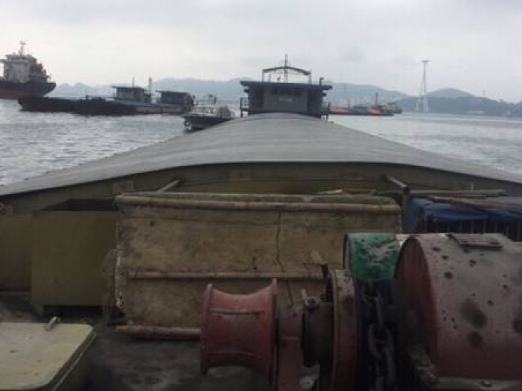quang ninh discovery a barge transports coal dust without document