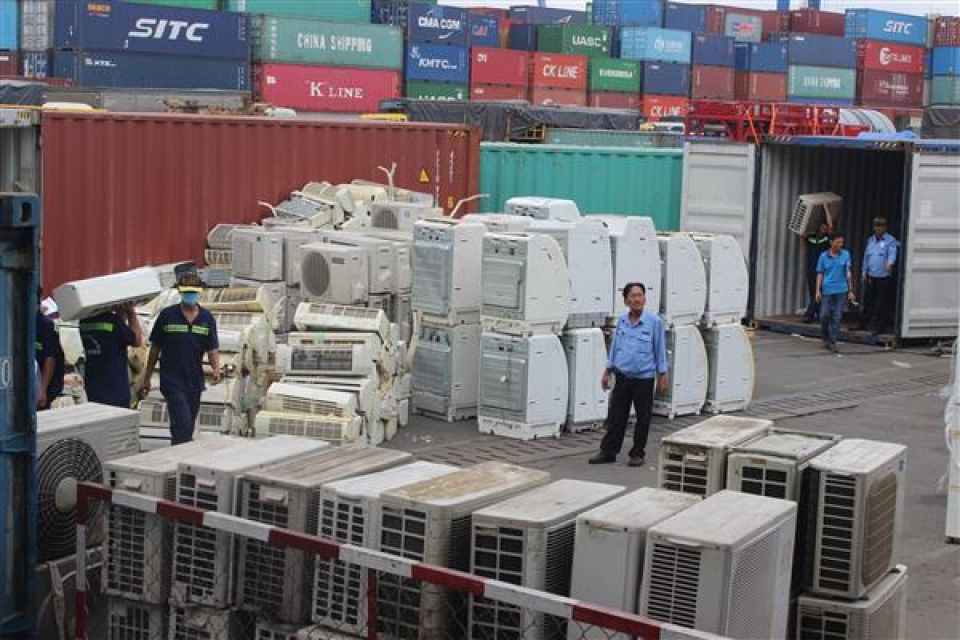seize 8 containers of prohibited goods camouflaged plastic baskets