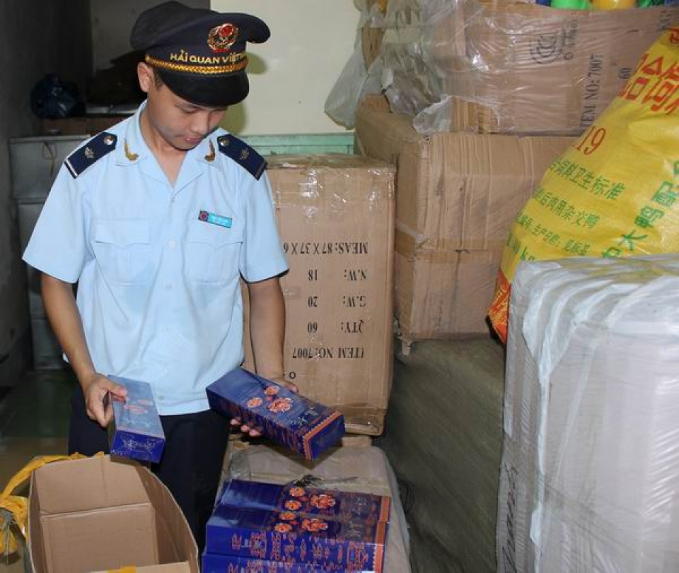 seized 2500 packs of smuggled cigarettes