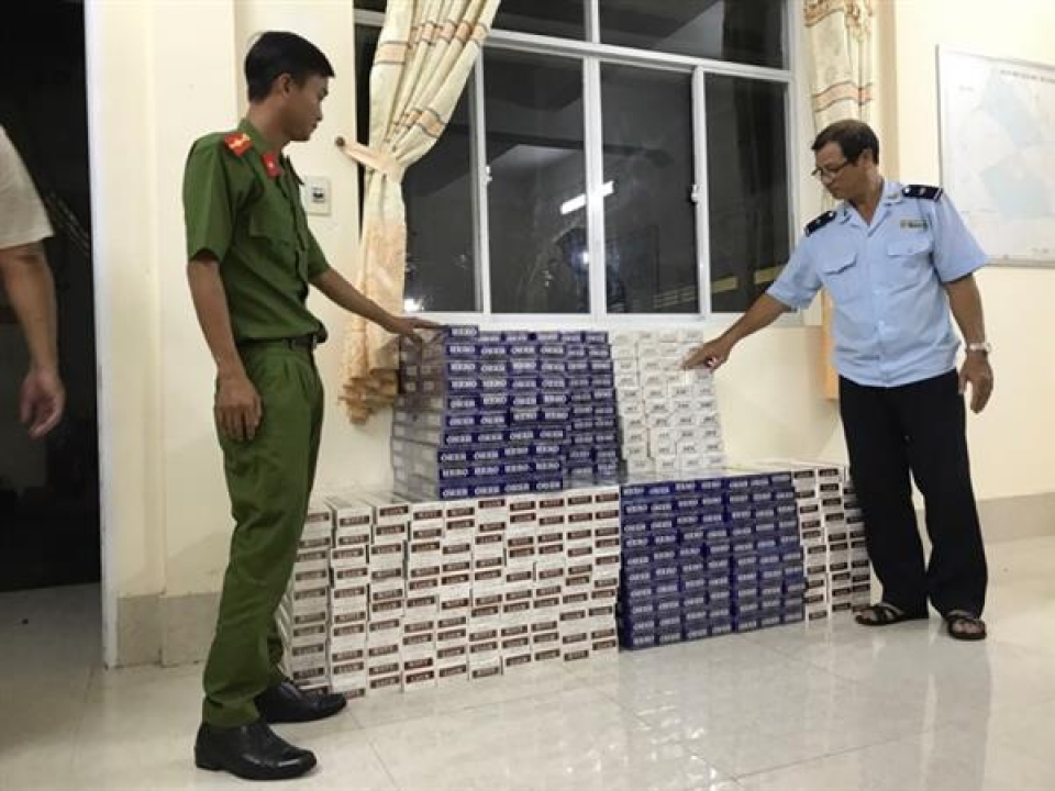 seize more than 5000 packs of smuggled foreign cigarettes