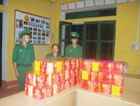 cao bang border defense force seize 87 kg of fire cracker