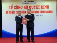 announce the decision to appoint director of ha giang customs department